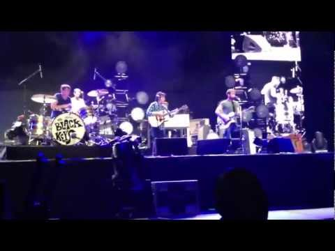 The Black Keys with John Fogerty covering The Weight