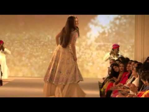 Sonakshi Sinha Dances on the Ramp to Rajasthani Folk Song
