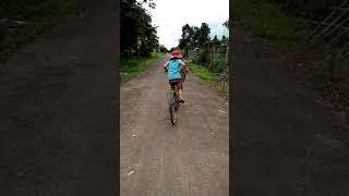 Chôm đạp xe đi chơi