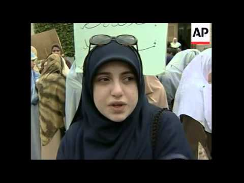 Hundreds of students protest French headscarf ban