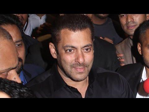 Preity Zinta WEDDING RECEPTION | Salman Khan enters in Style