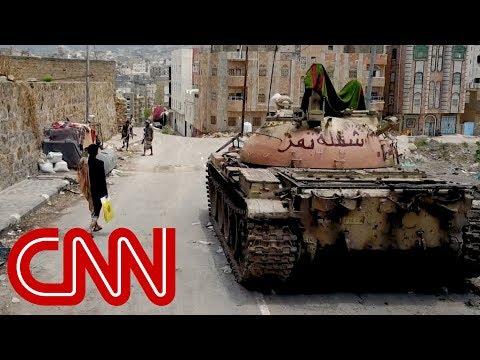 فيديو: لقطات نادرة بواسطة طائرة بدون طيار تُظِهر الدمار في مدينة تعز