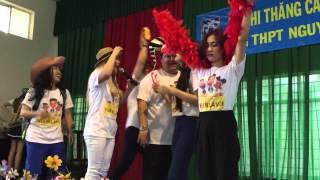 Huy Nam khoe body 6 múi tại trường PTTH tại cần thơ