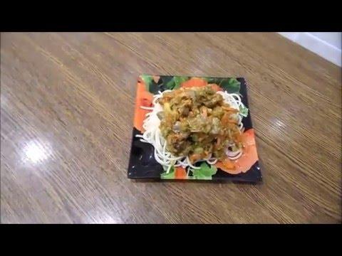 Тушеные куриные желудки с овощами