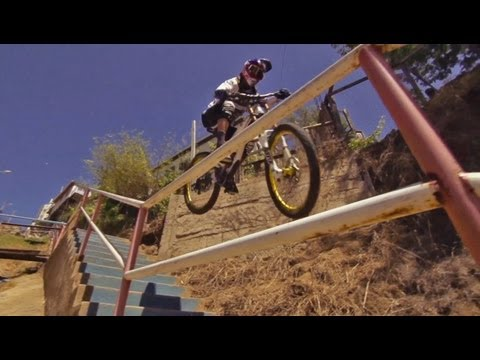 Urban MTB in the Streets of Chile - Red Bull Valparaíso Cerro Abajo 2013