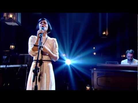 Bat for lashes - 'Laura' - Jools Holland (HD/1080p) Music Videos