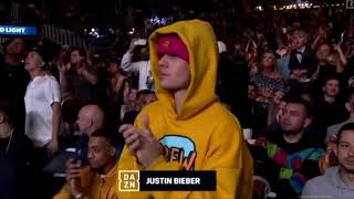 Justin Bieber Accidentally Ends Up Cheering For KSI... Instead of Logan Paul