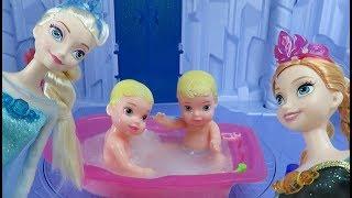 FROZEN Elsa & Anna Playdate Trouble - Cinderella Aurora Icy Bath Bubbles | C Kavala Princess Toy