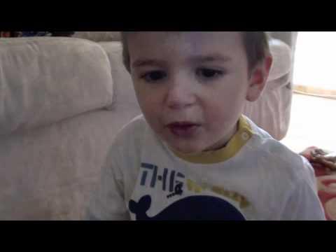 2012: Canzone di Pinocchio – Bimbo che canta BAMBINI DIVERTENTI VLOG – Vlog Giornalieri