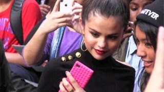 Selena Gomez REALLY LOVES Her Selenators - EXCLUSIVE VIDEO
