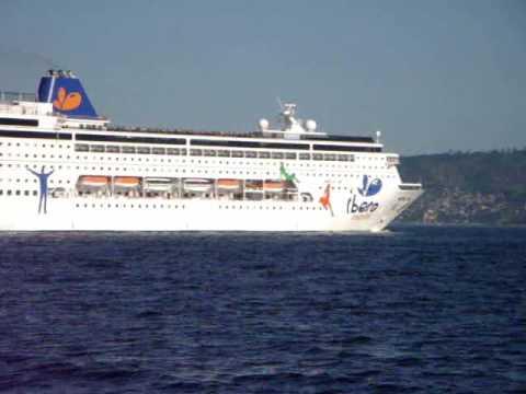 Navio Grand Grande Navio Saindo da Baía de