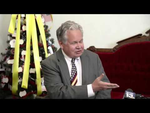 Alabama Gov. Robert Bentley stand up State Auditor Jim Zeigler