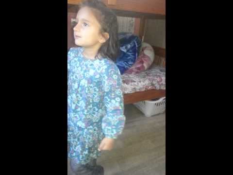 Utha Le Jaunga Little Girl Dance video