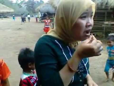 Chewing Betel Nut (Sirih Pinang) in Sumba Island:AMAZING