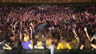 Download Lagu Dan + Shay - How Not To (Crowd Singing in Kansas City) Gratis STAFABAND
