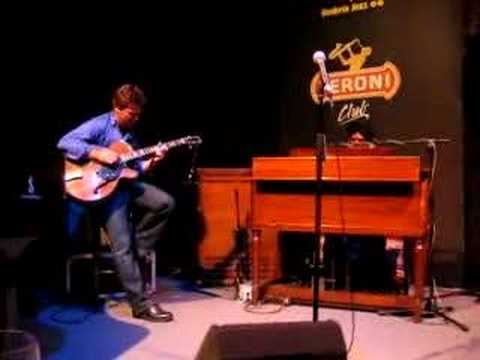 Peter Bernstein guitar solo - Dr. Lonnie Smith Trio