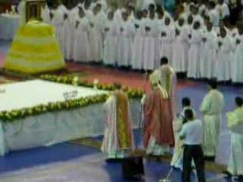 Encuentro nacional de jovenes Santo Domingo 2007 - Entrada eucaristia