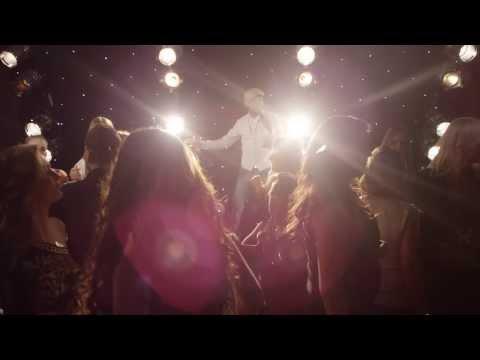 Hoe zou je doen? - Milan Milano (Officiële Videoclip) 'Hoe zou je doen?' is geproduceerd door Telstar Music Weert. Tekst: B.Hindriks Arrangement: H. Vrolijks...
