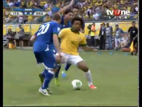 amazing skill Marcelo ITALIA VS BRAZIL piala konfederasi 2013 (22-06 ...