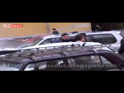 RUSO BORRACHO ATROPELLA  AUTOS Y GOLPEA POLICIAS