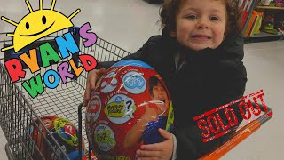 VLOGMAS DAY 11| WE GOT RYANS WORLD TOYS GIANT MYSTERY EGG SERIES 2