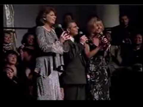 The Heritage Singers: Someone is praying for you