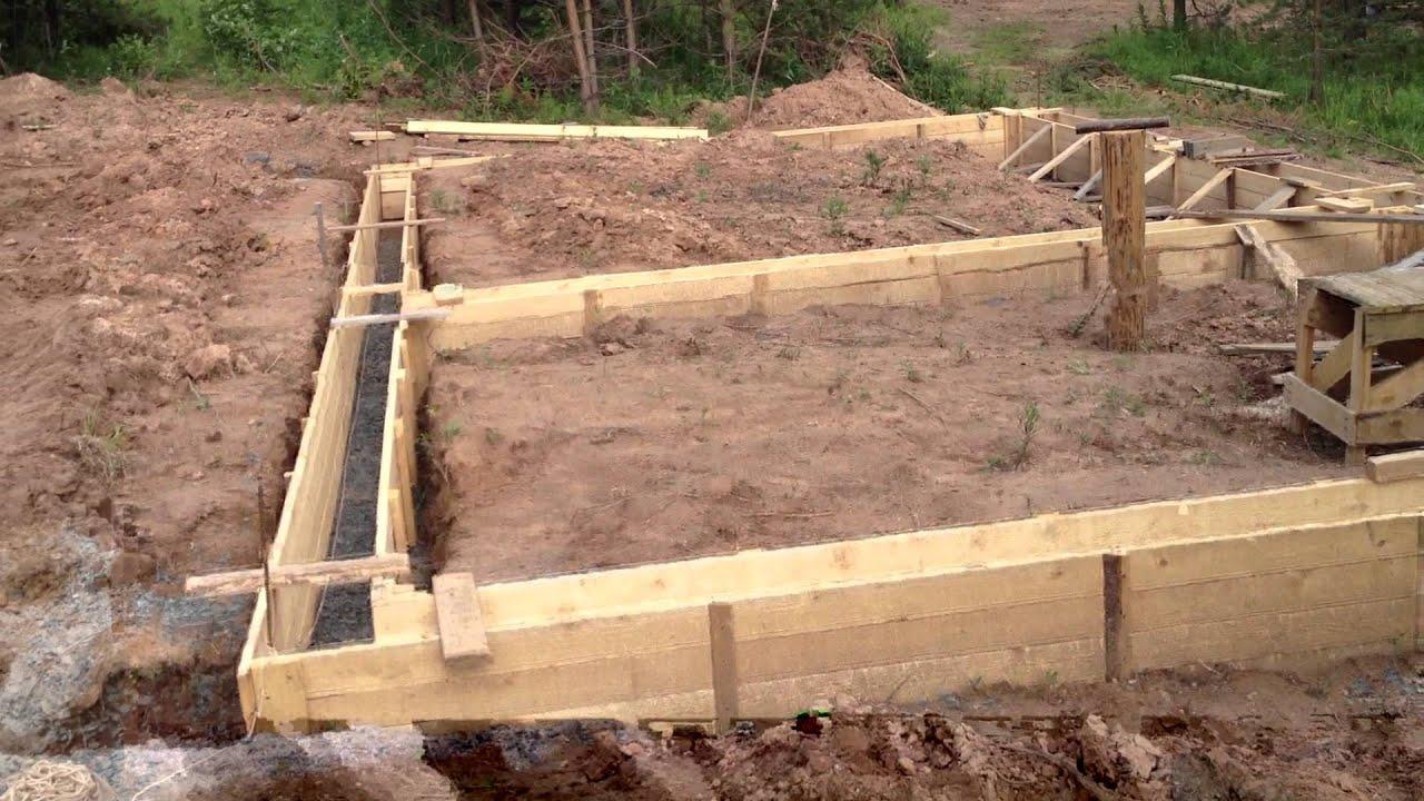 Как сделать опалубку под фундамент если на участке склон