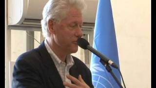 Maximsnew Work Haiti Bill Clinton In Port-au-prince Un Minustah