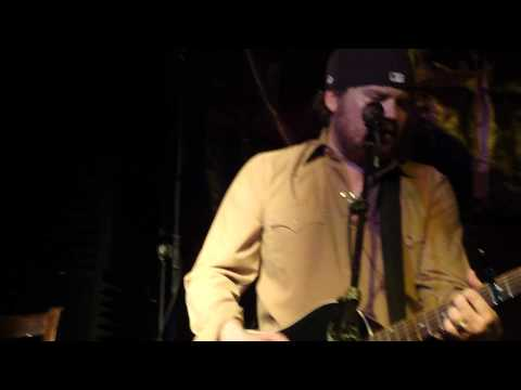 Wade & Randy - Kiss Me In The Dark (Acoustic)