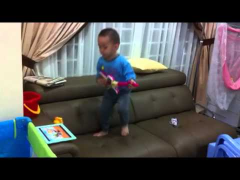 Singing N Playing Guitar For Pororo Theme Song~wallace video