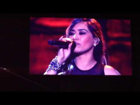 Jessica Sanchez sings Let it Go, accompanied by Robert Lope