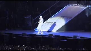 Eminem fait son entrée sur la scène du Stade de France !