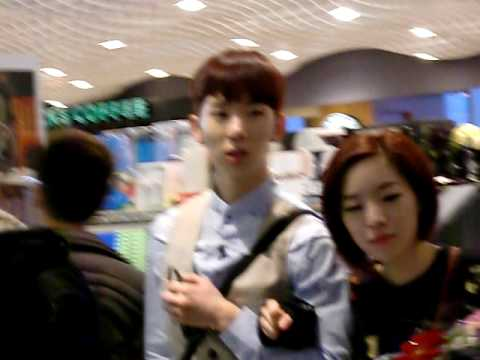 Gain & Jokwon Fancam  Tst Harbour City Hongkong 100215 video