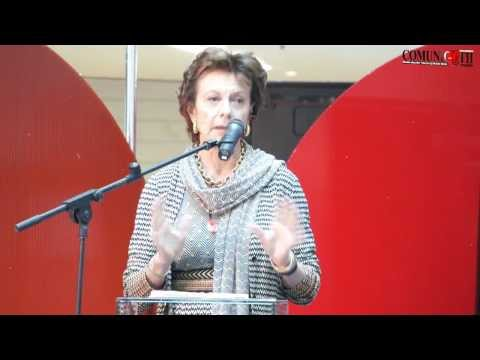 Neelie Kroes: Roaming is old fashioned
