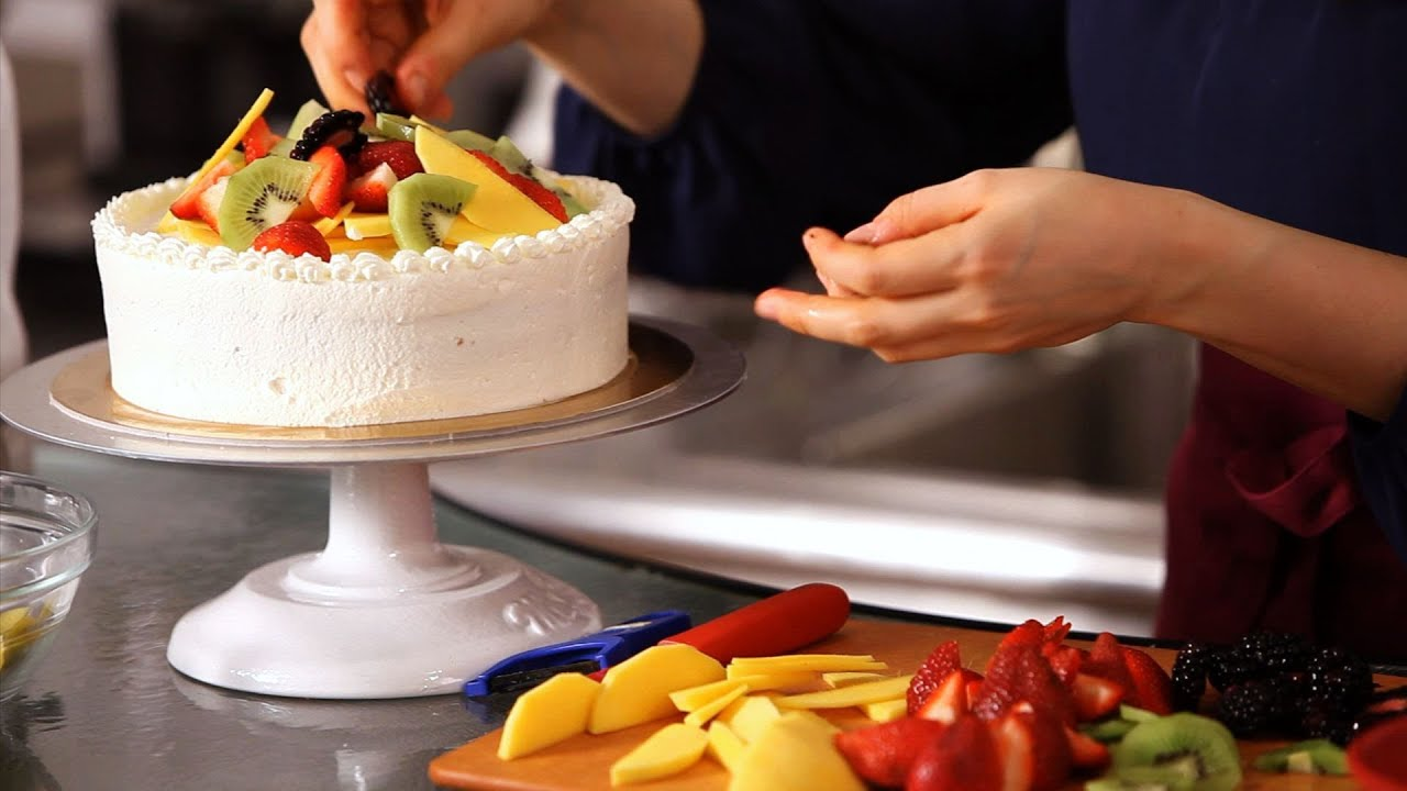 How to Decorate a Cake with Fruit Cake Decorating - YouTube