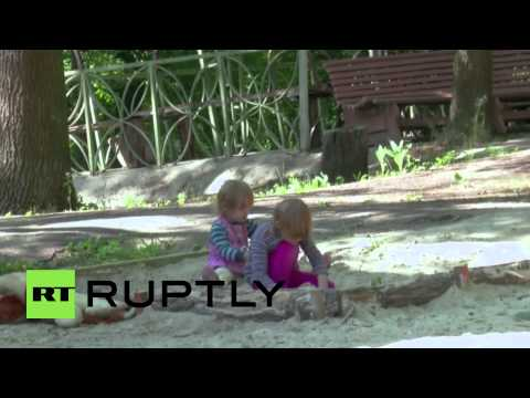 Ukraine: European Commissioner Hahn visits IDP social projects in Kharkov