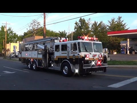 1993 FWD/BAKER Aerialscope 95 Seagrave Tower 807 responding to a fire. Also with nice Detroit Diesel.