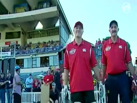 NZ PM John Key hits Shane Warne for 3 4s in a charity cricket over