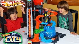El COCODRILO DESTRUCTOR de HOT WHEELS CITY con Dani y Evan!! El CHALLENGE del COCODRILO!!