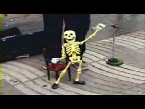 esqueleto bailando cusinela el venado azul