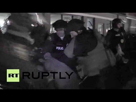 Graban la detención de una periodista de Ruptly en Ferguson
