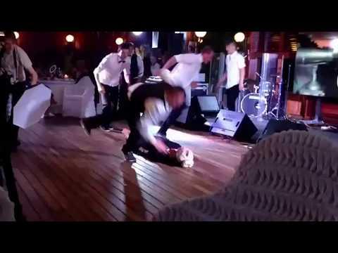 Ольга Бузова (дом2) на полу в ресторане!