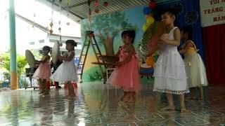 Các bé múa trung thu
