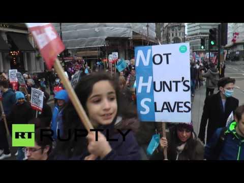 UK: Thousands of junior doctors take part in huge London protest