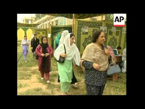 Afghan refugees in Pakistan register to vote