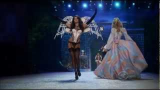Rihanna - Diamonds Live at Victoria's Secret Fashion Show 2012 (1080P)
