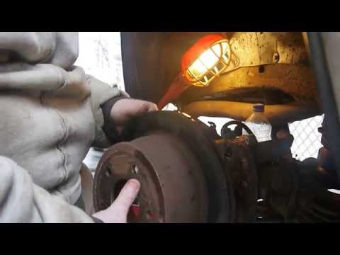 2000 Chevy S-10 Blazer. Full Disc Brake job. Rear Axle. Disassembly