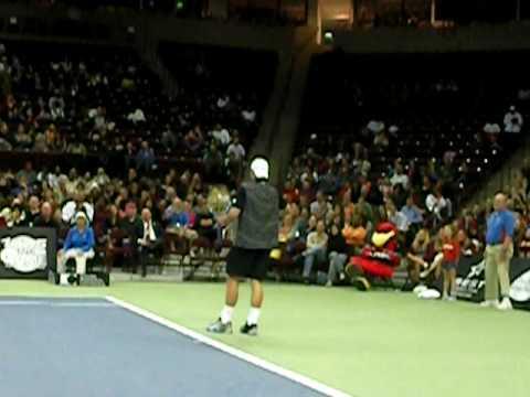Теннисист Энди Роддик изображает Серену Уильямс