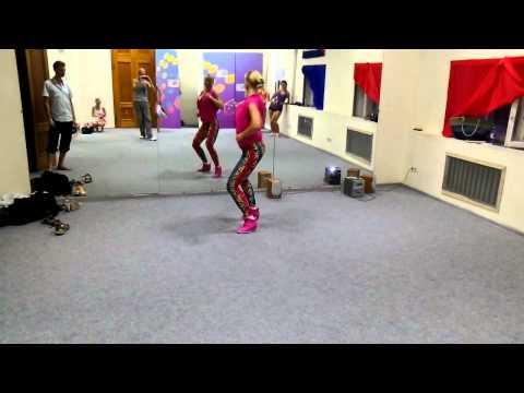 """Reggaeton by Ksenia Chkalova - summer intensive classes in """"Latin Motion"""" dance centre"""