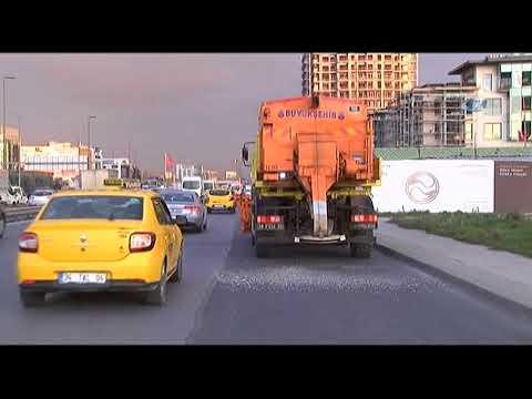 İstanbul'da Kar Küreme Araçları Yollara İndi